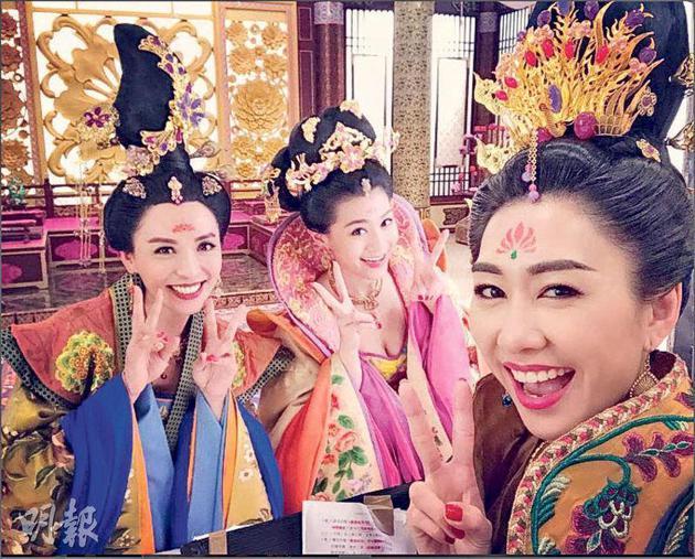 陈炜(左起)、周秀娜及胡定欣合作愉快。