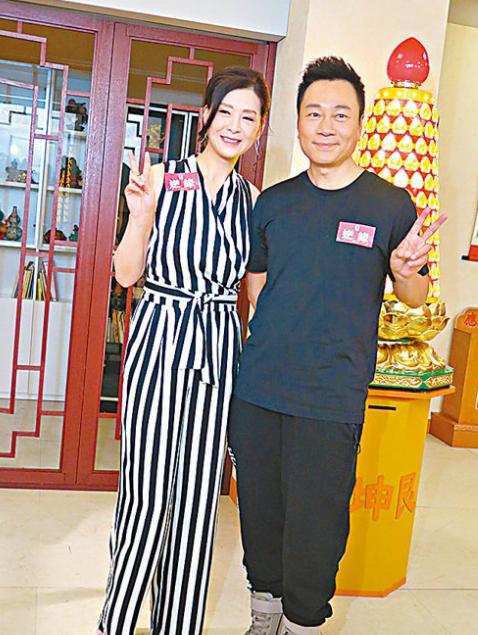 见到偶像夏文汐(左),黎耀祥(右)坦承心跳加速。