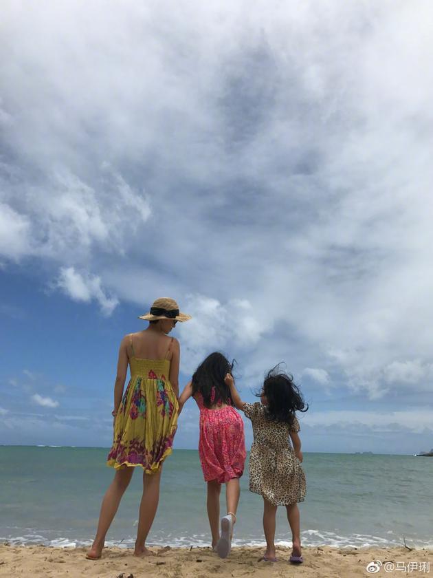 马伊琍与两个女儿