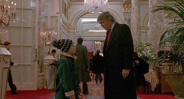 川普在《小鬼当家2》。