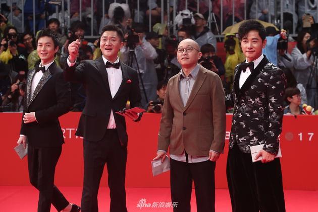 《追·踪》主创亮相釜山电影节开幕红毯