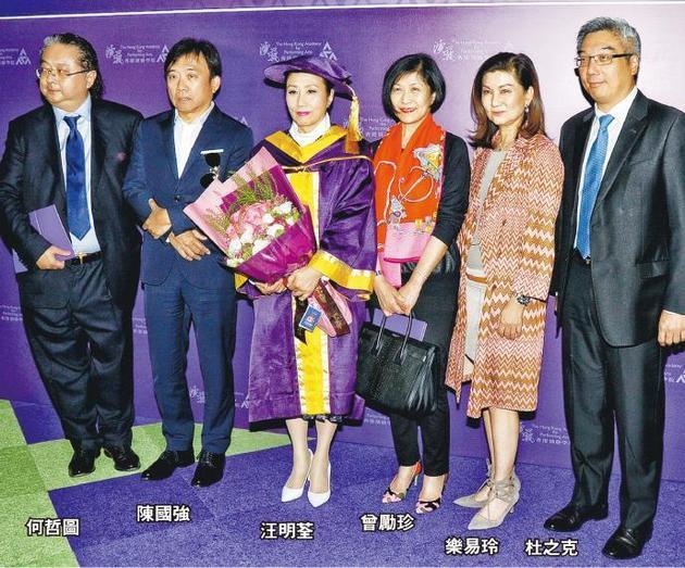 汪明荃获颁荣誉博士,无线老板陈国强率领一众高层到贺。