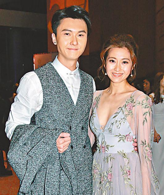 王浩信与陈自瑶恩爱示人。