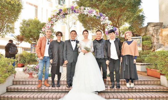 卢巧音与老公及Fabel参加经理人陈德发婚礼。
