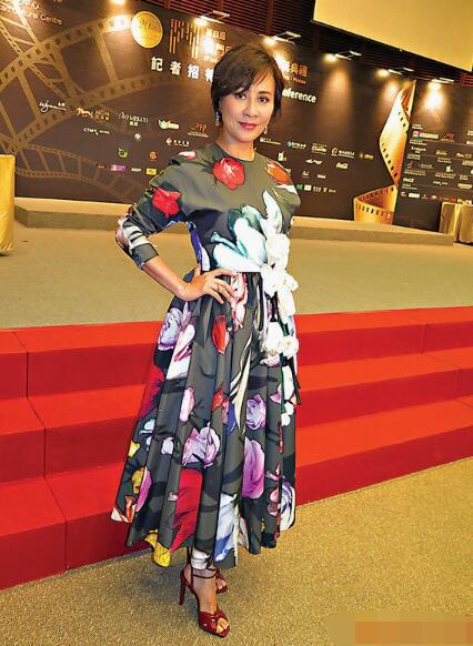 刘嘉玲透露最近有为自己看剧本,但暂时没有接到合适的电影。
