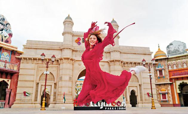 朱晨丽出访迪拜 喜悦到飞首