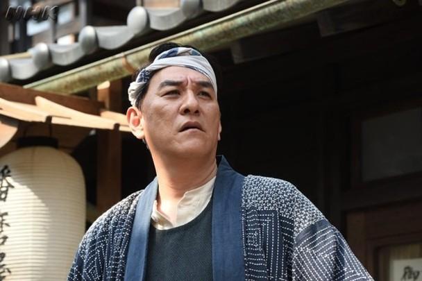 皮埃爾瀧在大河劇《韋馱天:東京奧運的故事》扮演足袋屋老闆。