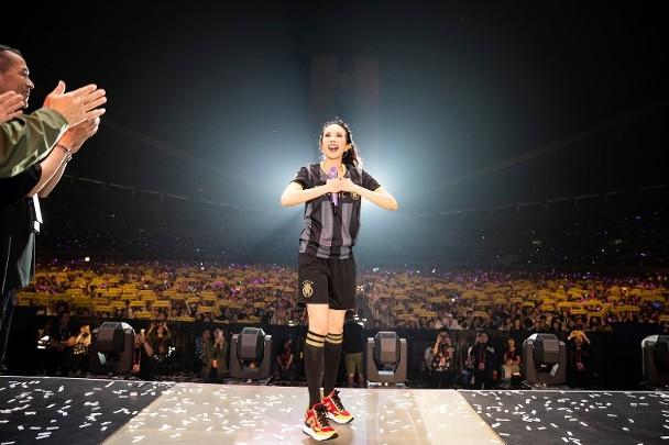 莫文蔚在。杭州举办人。生第100场演唱会