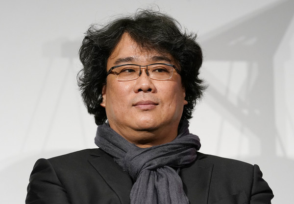 奉俊昊表示想忘掉《寄生虫》网友:这才是真正的导演