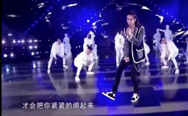 王一博踩黑地板