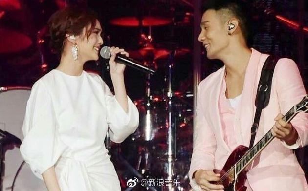 李荣浩生日当天向杨丞琳求婚成功