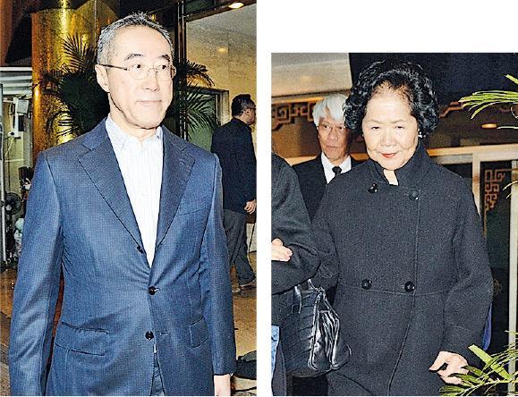 两名前政务司长唐英年及陈方安生也前去灵堂致祭。