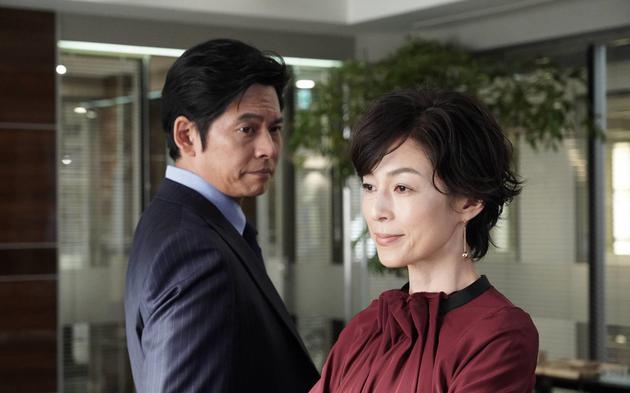 《东京喜欢情故事》时隔28年后,铃木保奈美与织田裕二再度共演《金装律师》。