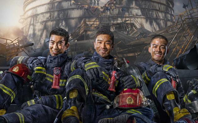 《烈火英雄》海报上的三位主角。