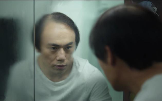 秦昊在剧中的秃头造型