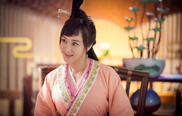 李依晓饰演泼辣角色。