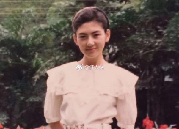 程晓玥妈妈年轻照