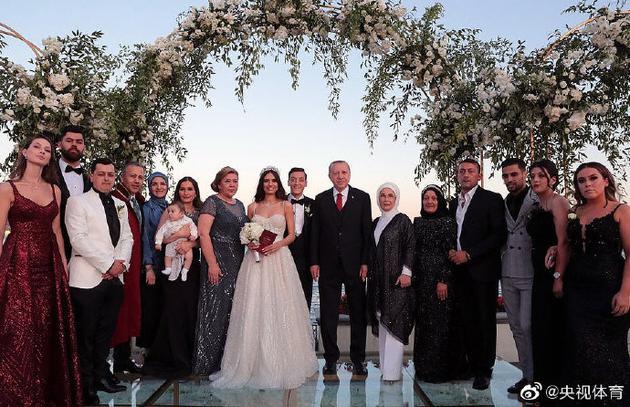 厄齐尔公开结婚照