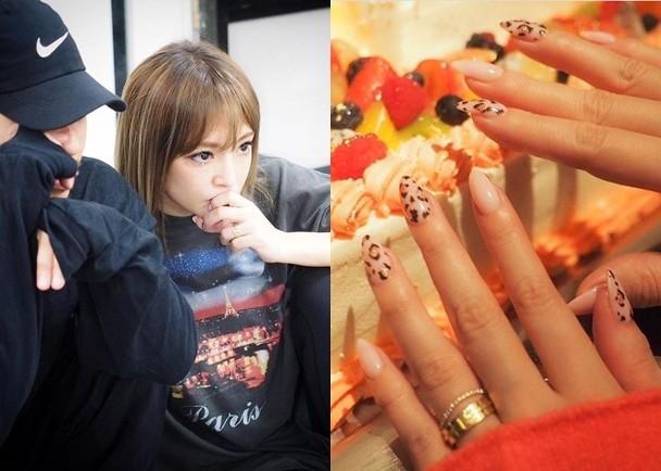 滨崎步近日在社交网站接连晒戒指。