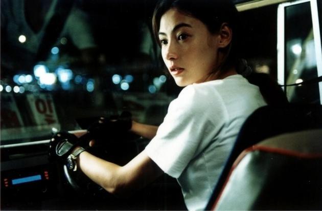 张柏芝凭借文艺片《忘不了》拿到影后之后,就没有再拍过文艺片,拍多么烂片换来的是养娃养家的高片酬。