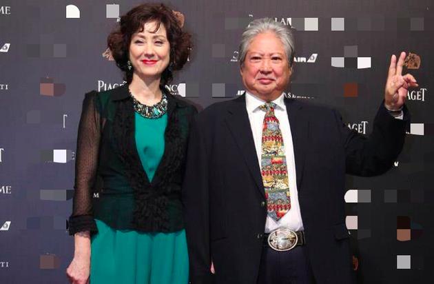 洪金宝与妻子出席活动。