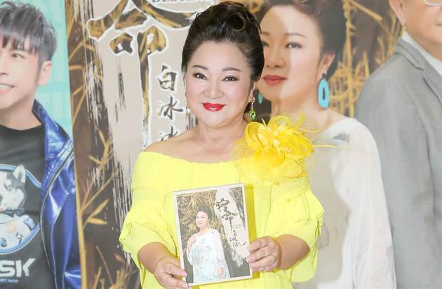 65岁综艺大姐大白冰冰曾患神经麻痹 差点爆血管