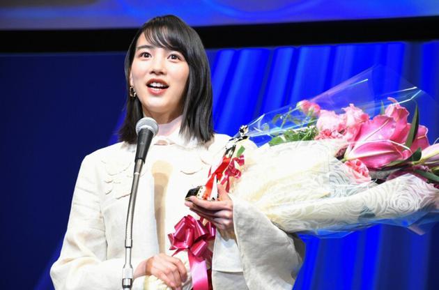 女星能年玲奈参加第30届日本电影影评人大奖颁奖典礼