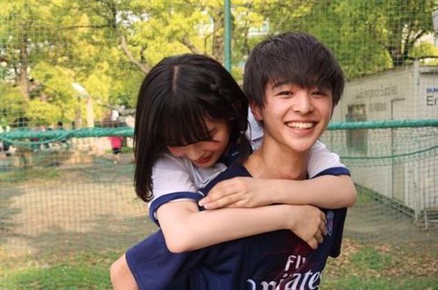 矢作萌夏被爆与同校靓仔男同学拍拖。