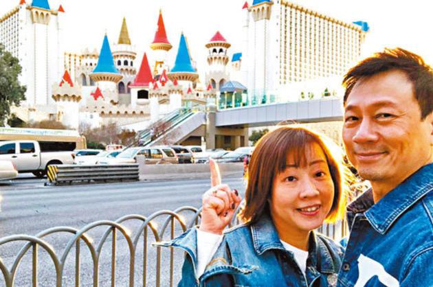 图:黎耀祥与太太。