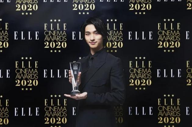 横滨流星获得《ELLE》奖 称这一年被人间温情拯救