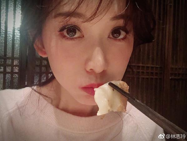 林志玲不久前晒照自嘲吃的太圆了。