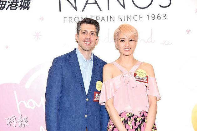 梁咏琪与老公Sergio为限定店主持开幕仪式,但没有带女儿同行。