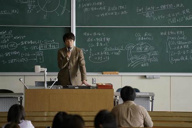 饰演地球化学教授的樱井翔却自曝不擅长理科