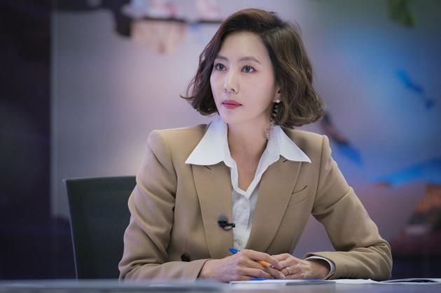 金南珠凭精湛演技拿下百想艺术大赏女子最优秀演技赏。