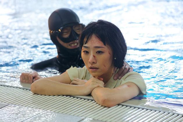 吴可熙泡在水中拍戏