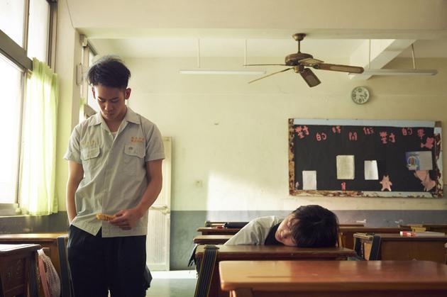 李淳邵雨薇重返17岁 两大杀人魔合体谈恋爱?