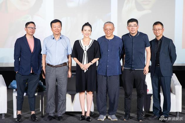 章子怡从影20周年作品展 张艺谋现场祝贺章子怡