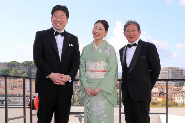 左起佐藤二朗、常盤貴子、杉田成道導演