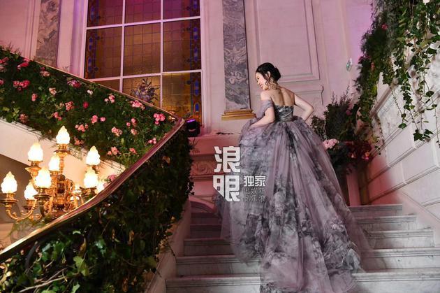 廖敏冲受邀参加巴黎名媛舞会摄影:Yunling Fang