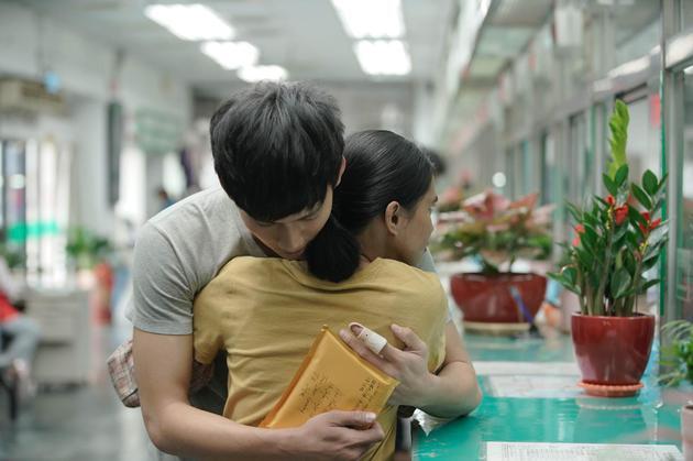 """吴念轩与女主莱拉""""散场的拥抱""""令片场剧组为之惊艳"""