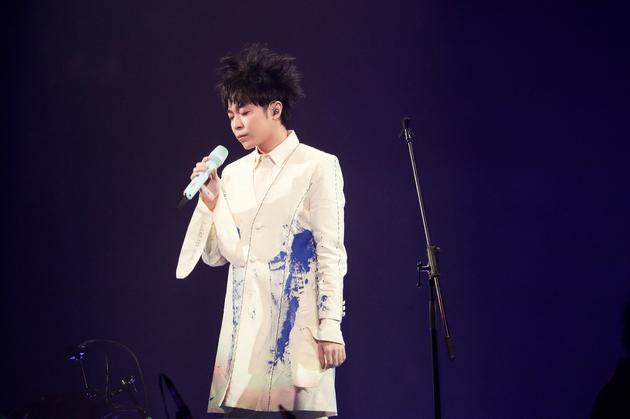 吴青峰在上海开唱