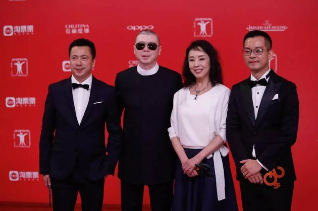 华谊兄弟副董事长王中磊(左一)