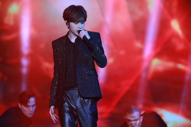 蔡徐坤演唱《新生》