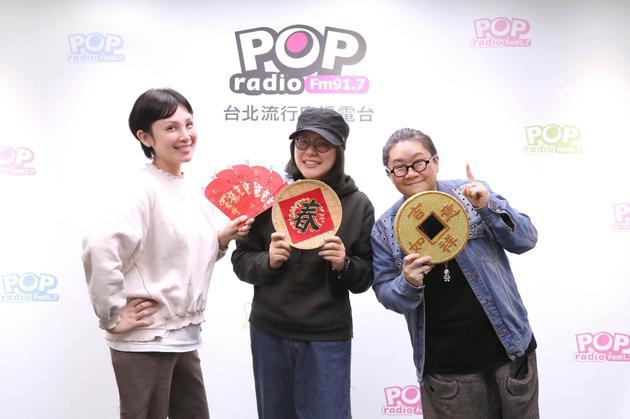 魏如萱(左首)、经纪人Ivy、主办人toto