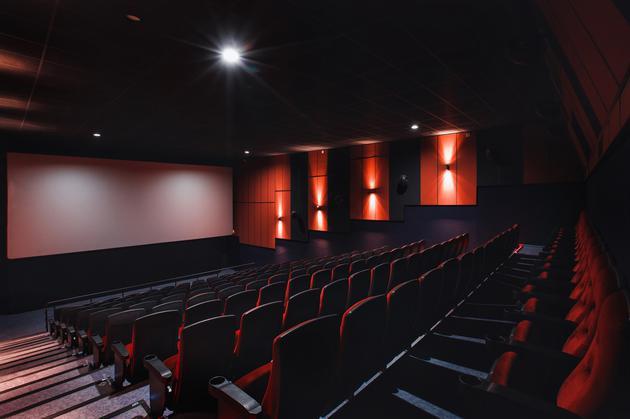 美国加大对抗疫情力度多地电影院开始陆续关闭