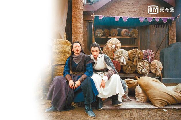 傅孟柏(左)和官鸿主演的《成化十四年》上线首周突破百万点阅佳绩。