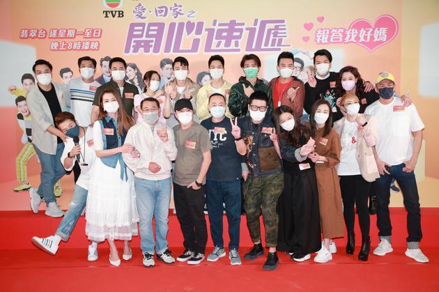 演员刘丹(一排左2)在香港出席电视剧宣传活行