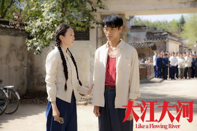电视剧《大江大河》中,童瑶与王凯饰演姐弟宋运萍和宋运辉。