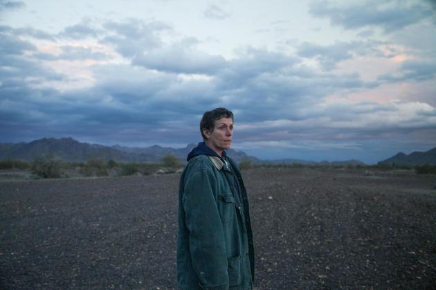 弗兰西斯·麦克多蒙德在《无依之地》片场。
