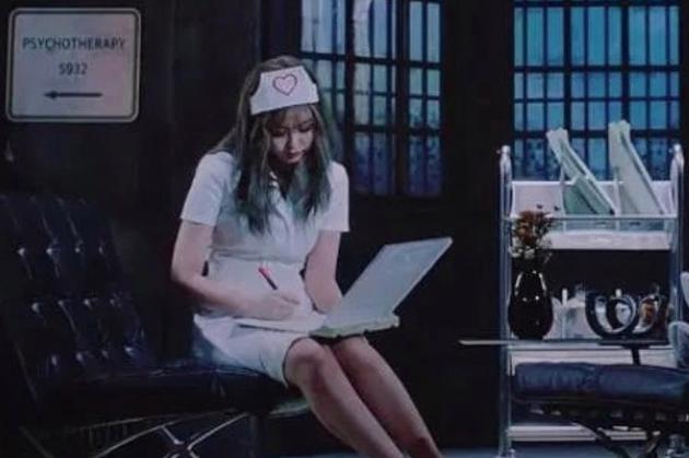 YG娱乐回应Jennie护士造型争议:没有特殊意图